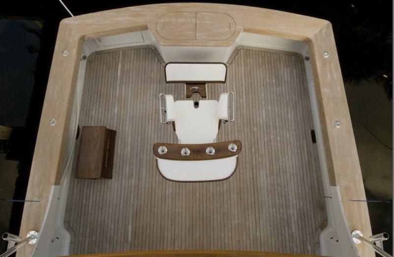 596b76aa66e8a_Cockpitwithstorage.thumb.jpg.e9dd9fc00d0c1732789214138cc9ba19.jpg