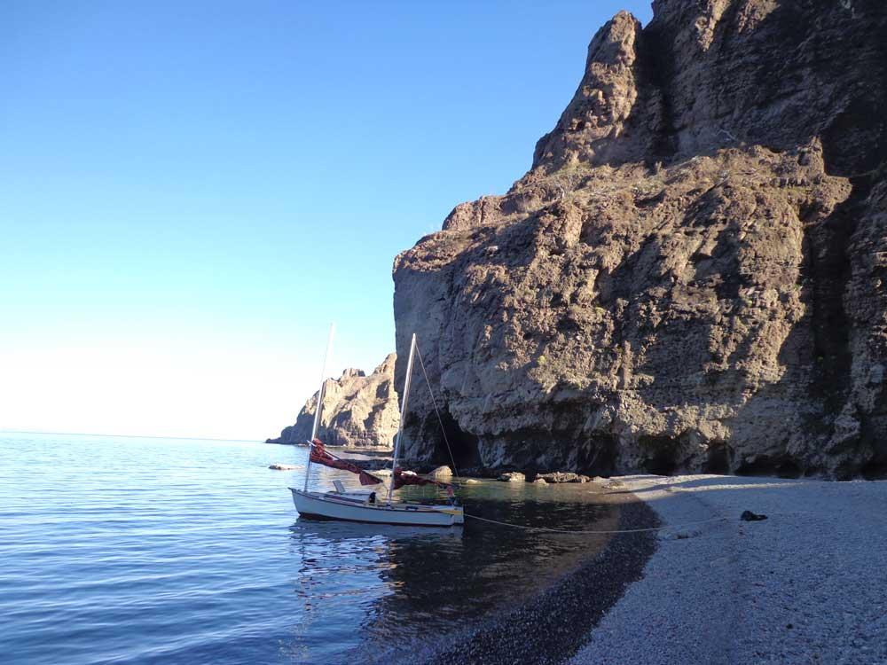 Isla-Danzante-cliffs.jpg
